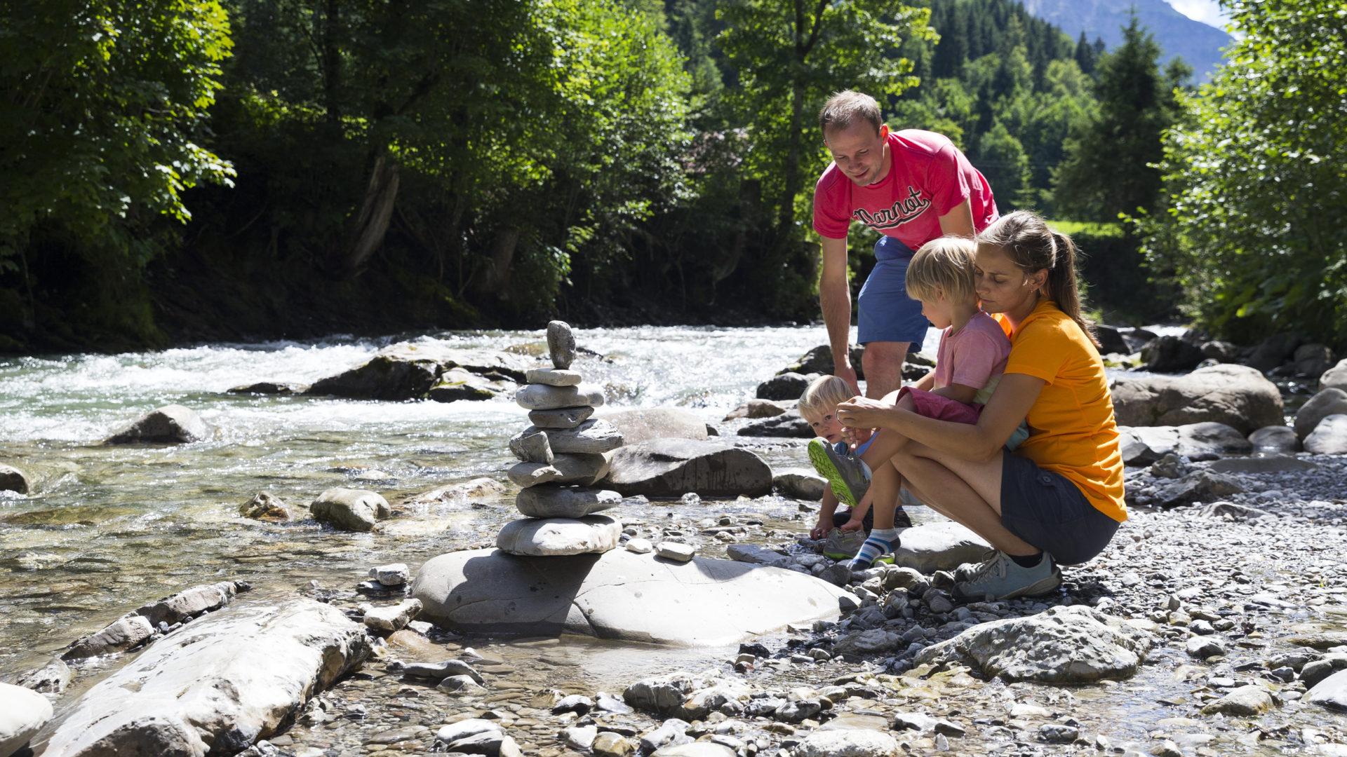 Burmiweg Familie @ Oliver Farys I Kleinwalsertal Tourismus eGen