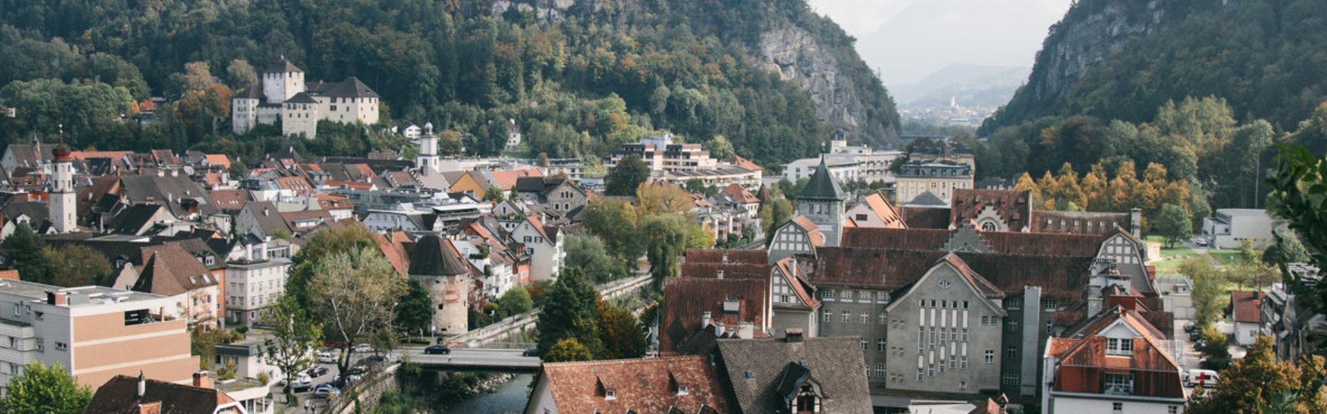 Feldkirch im Herbst, Blick auf Schattenburg © Nik Skorpic null