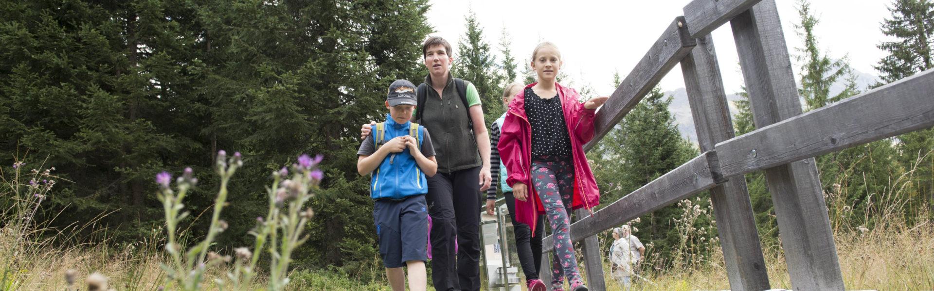 V-CARD Ausflugstipps für Familien, Kristberg, der Genießerberg im Montafon - Silberpfad Führung mit Monika Doenz-Breuss